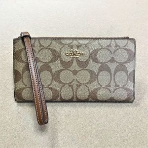 Coach Long Wallet In Signature Canvas